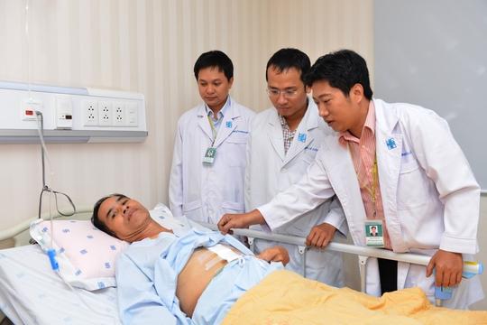Ông V. đang được theo dõi, điều trị sau phẫu thuật.