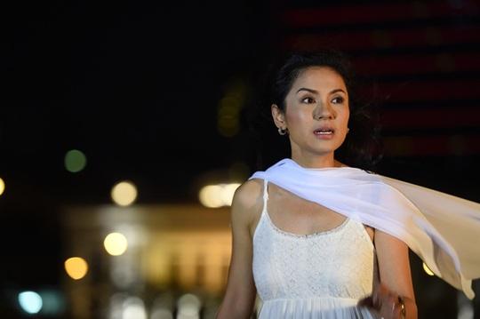 Việt Trinh trong phim Hãy ẵm em ra biển