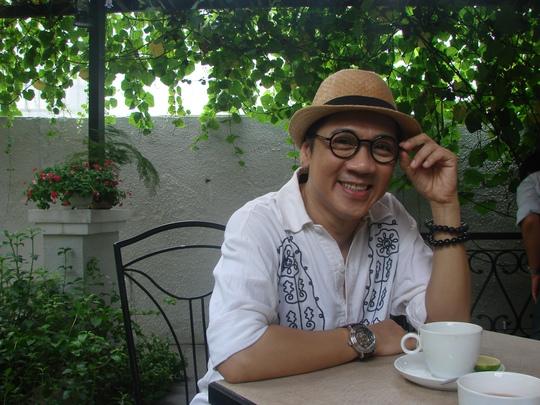 NSƯT Thành Lộc bên ly cà phê