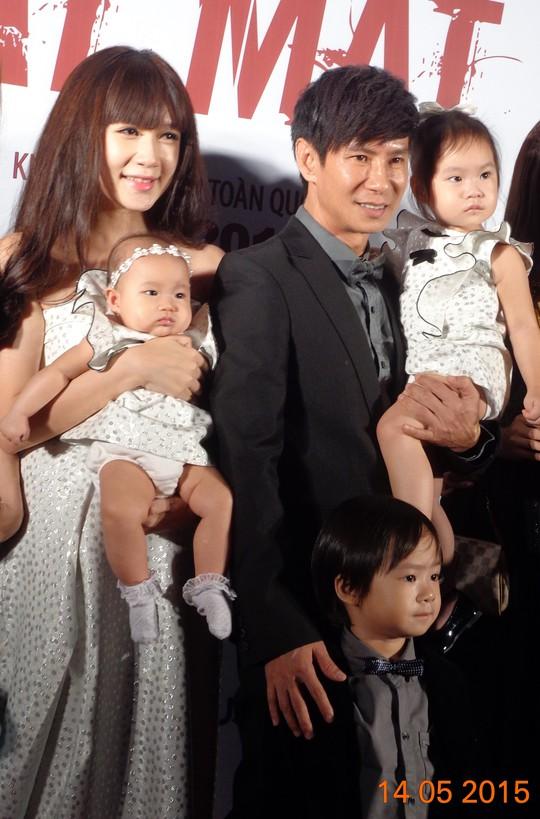 Vợ chồng Lý Hải và 3 đứa con nhỏ