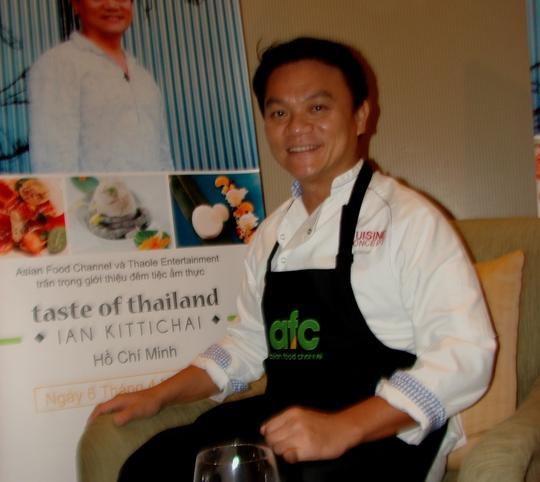 Ian Kittichai cho biết cảm thấy tự hào khi nấu món cà ri xanh gắn với tuổi thơ cơ cực của 2 mẹ con