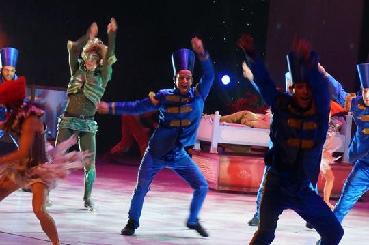 """111 tuổi, """"Peter Pan"""" vẫn trẻ trên sân khấu nhạc kịch"""