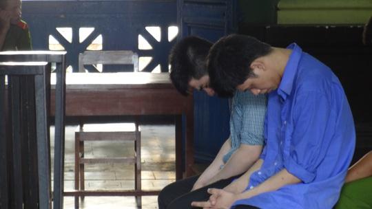 Bị cáo Nguyễn Thành Nhân (bìa phải) lãnh 20 năm tù