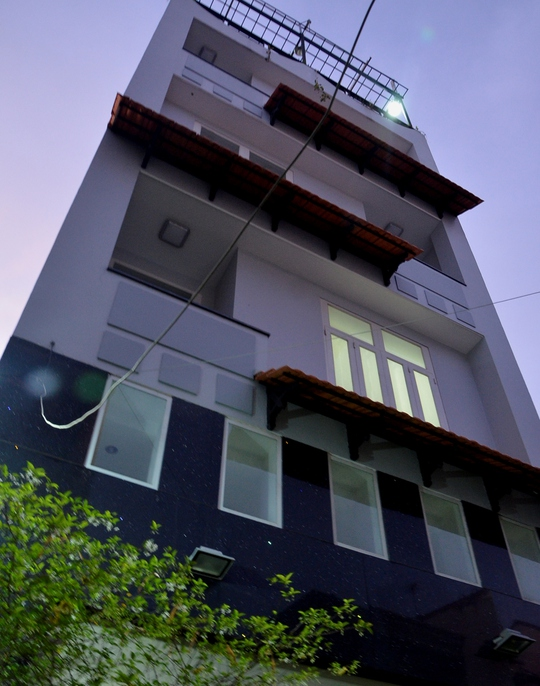 Căn nhà 5 tầng nơi xảy ra vụ việc