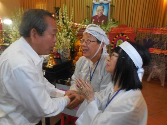 Ông Trương Hòa Bình - Chánh án Tòa án Nhân dân Tối cao VN chia buồn của gia đình GS-TS Trần Văn Khê