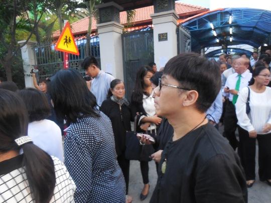 NSƯT Thành Lộc lặng lẽ đi sau quan tài GS-TS Trần Văn Khê