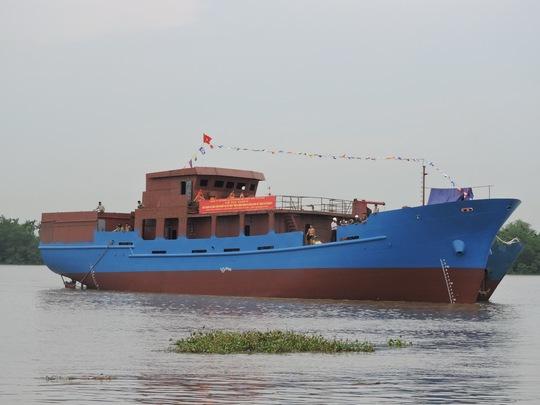 Hạ thủy tàu dịch vụ hậu cần nghề cá hiện đại nhất Việt Nam