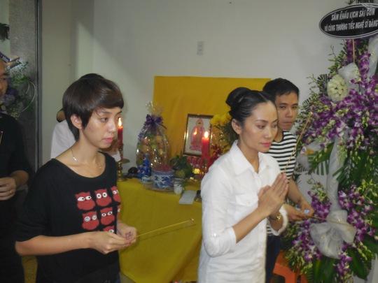Thu Trang và Hạnh Thúy tiễn biệt DV hài Đăng Lưu