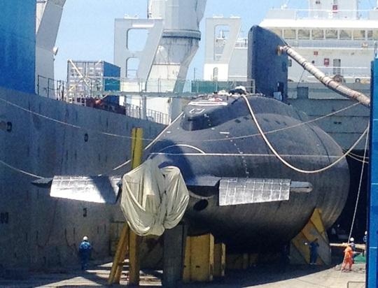 Rolldock Storm mở của sau lộ rõ tàu ngầm 185