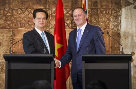 Thủ tướng Nguyễn Tấn Dũng và Thủ tướng John Key sau lễ ký kết các thỏa thuận hợp tác giữa hai nướcẢnh: AP