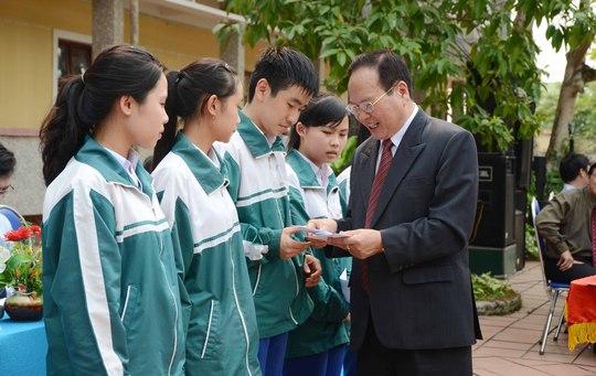 Trường ĐH Duy Tân trao 5 phần học bổng cho học sinh