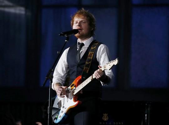 Ed Sheeran trình diễn ca khúc Thinking Out Loud