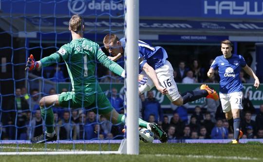 McCarthy trong pha mở tỉ số cho Everton ngay phút 5