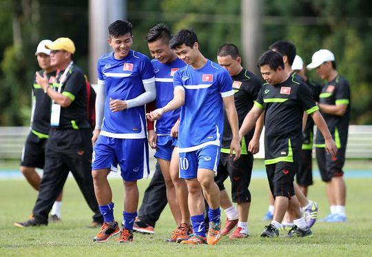 CÔng Phượng và đồng đội thoải mái trước trận mở màn với U23 Brunei