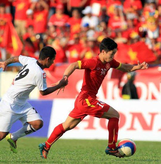 Công Phượng khiến các hậu vệ U23 Myanamar vất vả bám đuổi