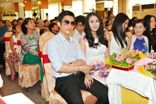 Phi Thanh Vân và chồng
