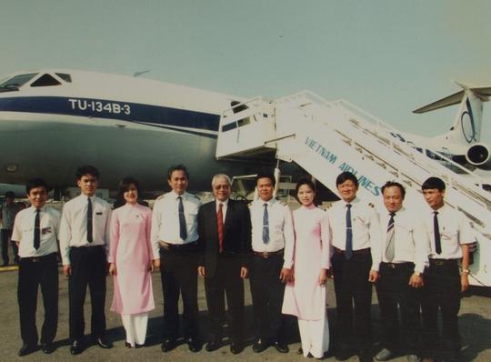 Áo dài màu phấn hồng một thời của tiếp viên Vietnam Airlines