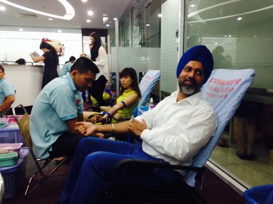 Nhân viên của FE Credit tham gia hiến máu nhân đạo