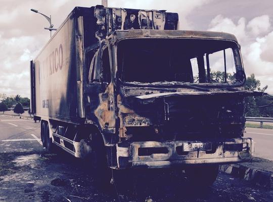 Xe tải bị cháy