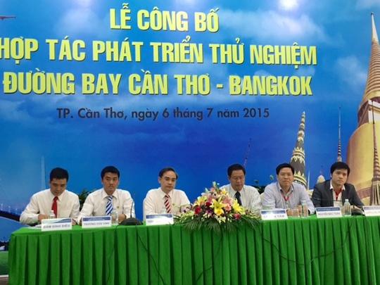 Đại diện UBND TP Cần Thơ, Vietravel tại buổi lễ công bố