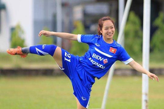 Những bóng hồng tuyển nữ Việt Nam miệt mài tập luyện