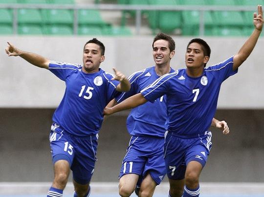 Các cầu thủ Đảo Guam vui mừng với chiến thắng