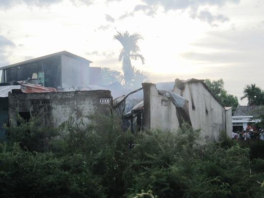 Nhà kho tan hoang sau vụ nổ