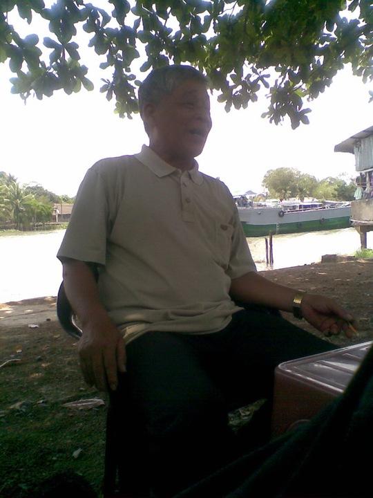 Ông Phạm Văn Na - Trưởng ấp Thới Bình A, phường Thới An trao đổi với Báo Người Lao Động Online.