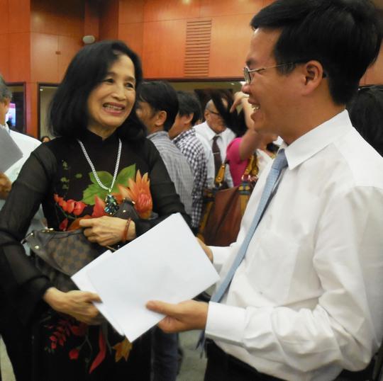 Ông Võ Văn Thưởng - Phó Bí thư Thường trực Thành ủy và NSND Trà Giang