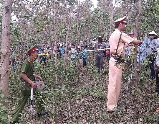 Cơ quan chức năng khám nghiệm hiện trường nơi chị Kiều bị sát hại