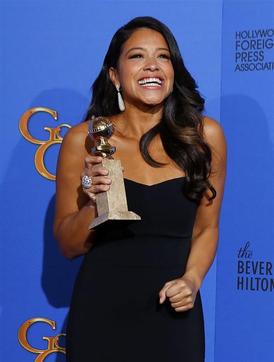 Nữ diễn viên chính xuất sắc nhất thể loại hài/nhạc kịch: Gina Rodriguez- phim Jane the Virgin