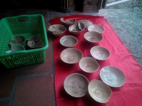 Nhóm hiện vật gốm cổ được phát hiện tại địa bàn thị trấn Nghi Xuân