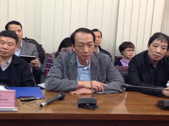 GS Bạch Quốc Khánh (giữa) cho biết ông Nguyễn Bá Thanh đã được truyền hóa chất 3 đợt