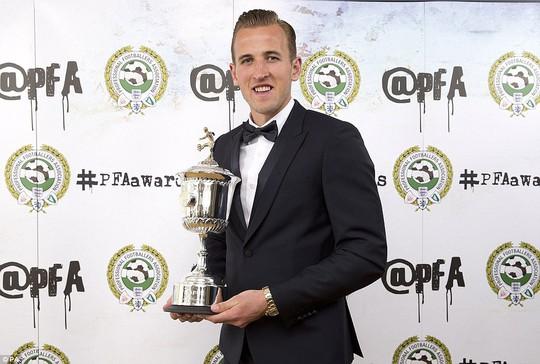 Hary Kane nhậngiaỉ Cầu thủ trẻ xuất sắc nhất mùa giải