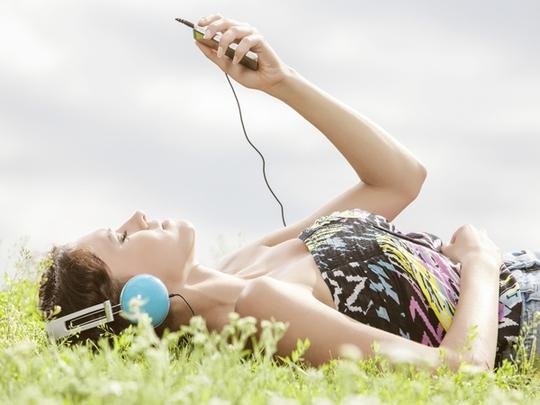Nghe nhạc quá lớn có thể khiến bạn suy giảm thính lực.