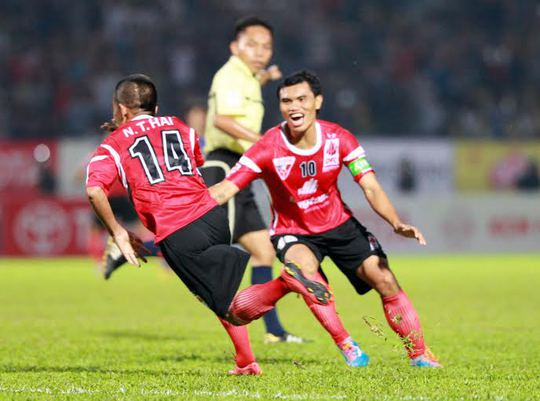 Thanh Hải ăn mừng bàn thắng thứ 2 của ĐTLA