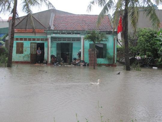 Cảnh ngập lụt tại phường Hà Khánh, TP Hạ Long