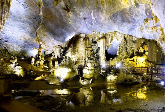 Động Thiên Đường một trong 3 hang động nổi tiếng được UBND tỉnh Quảng Bình tăng giá vé vào đầu năm 2015