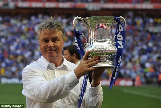 Ông Hiddink giành cúp FA cùng Chelsea năm 2009