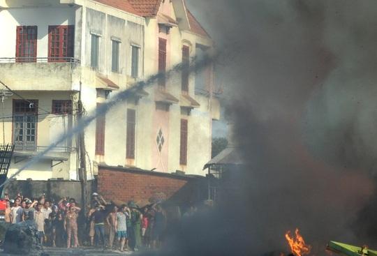 Vụ cháy khiến người dân trong khu dân cư hoảng loạn