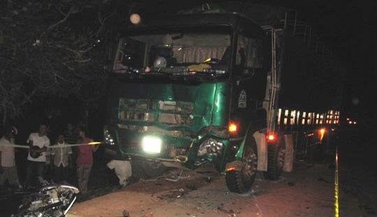 Hiện trường sau khi xảy ra vụ tai nạn làm 3 thanh niên chết tại chỗ
