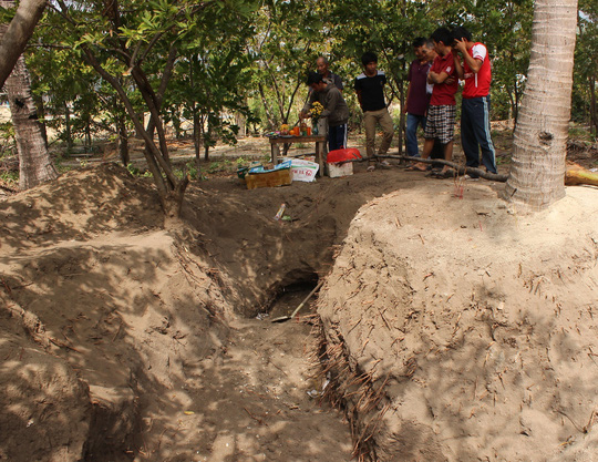 Hố đất của gia đình ông Xê, nơi phát hiện các hài cốt chôn tập thể