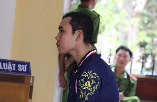 Bị cáo Chiến tỏ ra ăn năn hối cải trước tòa