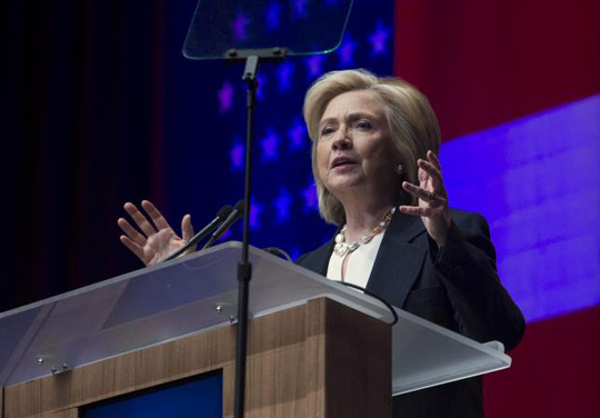 Bà Hillary Clinton là ứng viên sáng giá tranh cử Tổng thống Mỹ 2016 của Đảng Dân chủ, nhưng lại đang gặp bất lợi do những tranh cãi quanh email cá nhân của bà. Ảnh: Reuters