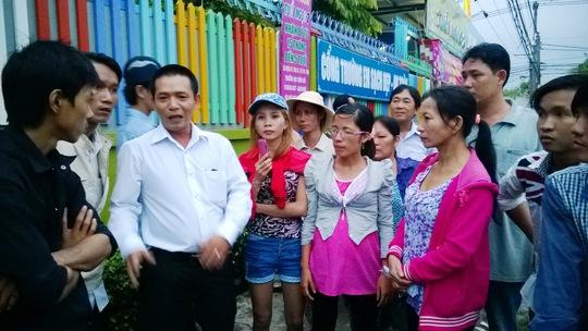 Cán bộ chuyên trách LĐLĐ huyện Hóc Môn, TP HCM, tham gia giải quyết ngừng việc tập thể