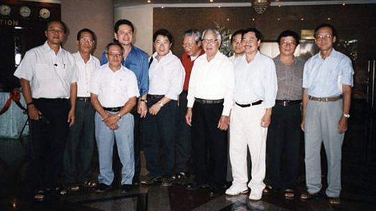 Thủ tướng Võ Văn Kiệt thị sát đường Trường Sơn cùng nhóm thứ sáu Ảnh: tư liệu