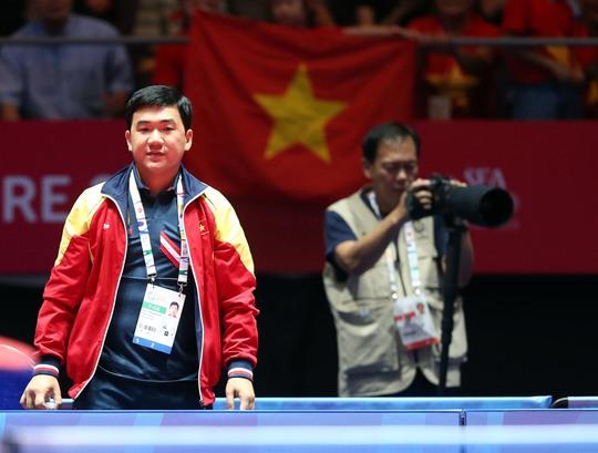 HLV Nguyễn Nam Hải thất vọng khi bị thẻ đỏ