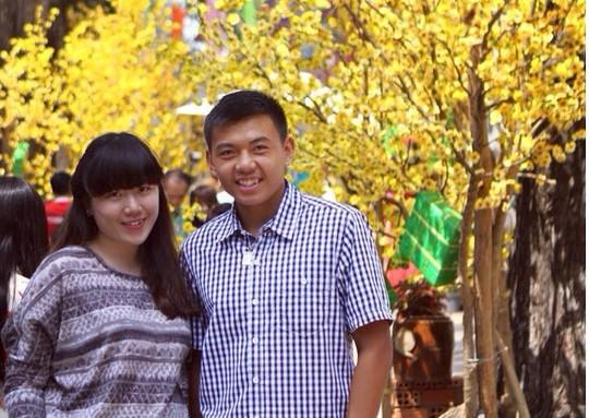 Hoàng Nam và chị gái Thanh Vy tại đường hoa NVH Thanh Niên TP HCM