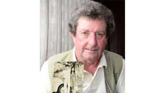 Ông Holbrook vẫn còn giữ tấm ảnh chụp với hôn thê cũ. Ảnh: Star