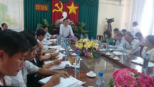Họp báo chiều 15-4, tại UBND huyện Thạnh Hóa vụ gây rối, chống người thi hành công vụ xảy ra vào ngày 14-4
